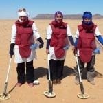 Laughiha junto a sus dos compañeras durante una misión de trabajo a principios de este año / Fotografía: AOAV